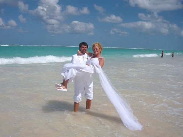 amanda meade and joe caracci got married at the riu palace macao in punta cana